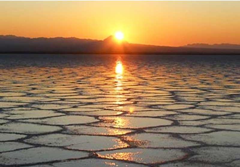 دریاچه نمک خور در تور کویر مصر بزرگترین دریاچه فصلی نمک ایران