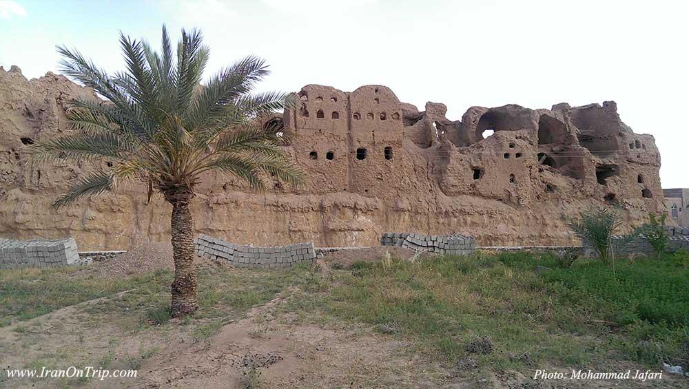 قلعه بسیار قدیمی و 4 طبقه گرمه که متعلق به عهد ساسانیان است